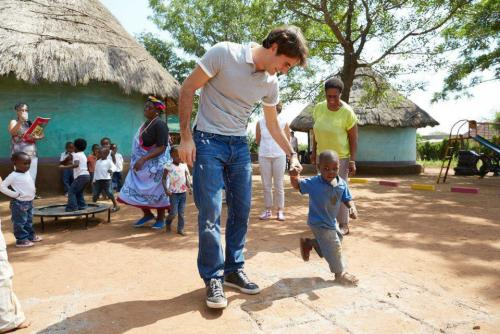 Pics and Video of Roger Federer's visit to RF Foundation project in South Africa - RF pics, edits & videos